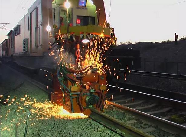 火焰侠 YHG-1200Q移动式闪光焊轨车
