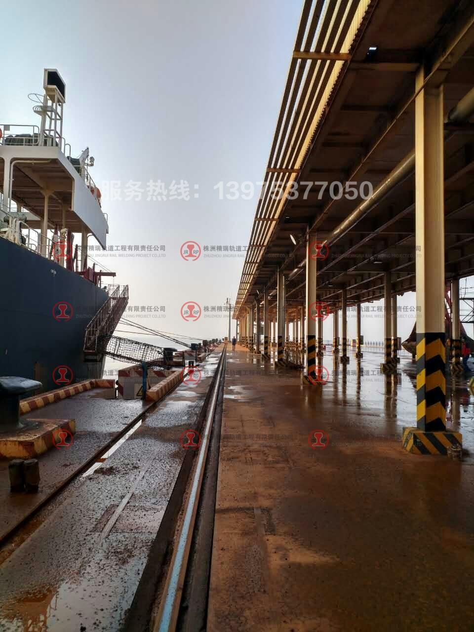 丹东港轨道维修现场